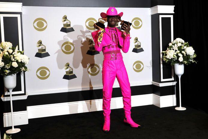 Lil Nas X met zijn Grammy's.