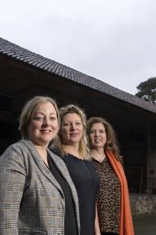 Drie Twentse vrouwen gaan het toneel op tegen alzheimer: 'Werkt relativerend'