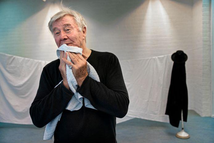 Barrie Stevens in zijn oefenruimte in De Poorterij in Zaltbommel.