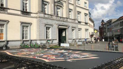 Carnavalsdecor aan vroegere stadhuis ontmanteld