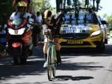 Van Aert helpt ploeg op Tourmalet vanaf ziekenhuisbed