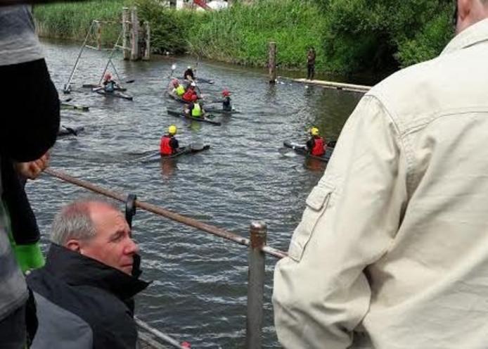 Wedstrijdmoment van de kanopolowedstrijd bij de DKV in Deventer