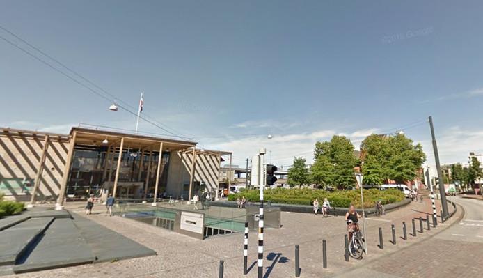 De mishandeling had maandagmiddag plaats bij het NS-station Zutphen.