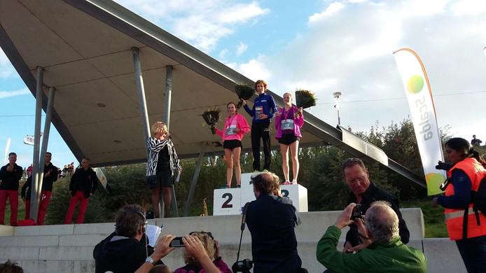 Mariane de Kok werd eerste, Veerle Smits tweede en Jasmijn Geldof behaalde de derde plek over de afstand vijf kilometer in de Ladiesrun van de Kustmarathon 2016.