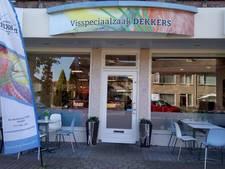 Sjors Dekkers is blij dat zijn viswinkel na de brand weer open kan: 'Nooit bang geweest dat hele zaak zou afbranden'