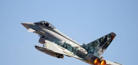 Duitse straaljagers klappen op elkaar, piloten ontkomen met schietstoel