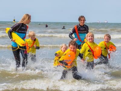 'Zwem naar de golven en laat je terugduwen naar 't strand'