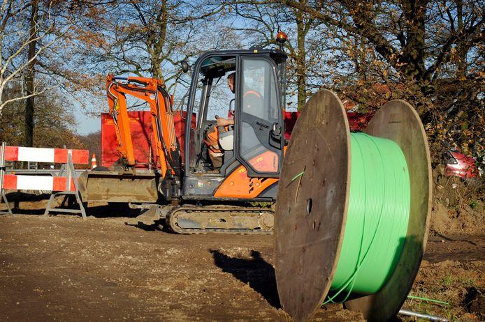 Het buitengebied van Lochem en Zutphen beschikt volgens planning vóór de bouwvak van volgend jaar over snel internet. Dat meldt Digitale Stad Lochem, dat het glasvezelnetwerk gaat aanleggen