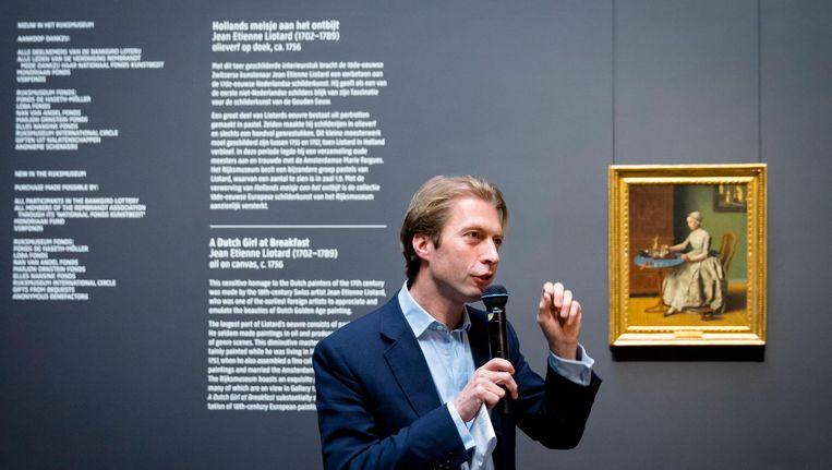 Directeur Taco Dibbits tijdens de presentatie van zijn eerste grote aankoop: Hollands meisje aan het ontbijt van Jean-Etienne Liotard. Beeld anp