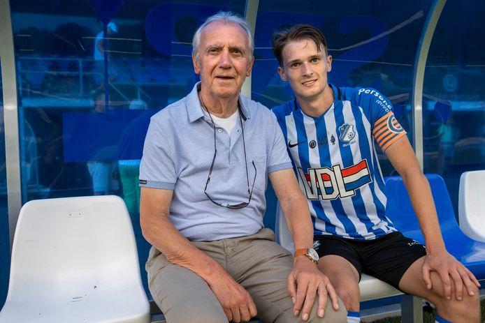 Willy van der Kuijlen (73) met zijn kleinzoon Mitchel van Rosmalen (19), die speelt bij FC Eindhoven.