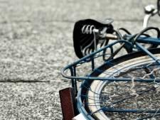Meisje van fiets geduwd in Nunspeet, daders jatten fiets
