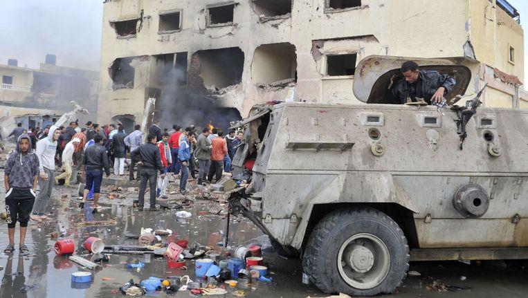 De schade van een autobom bij een politiebureau in El Arish in april dit jaar Beeld afp