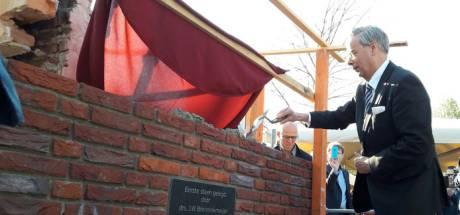 Massale steun uit Waalre voor burgemeester Jan Brenninkmeijer