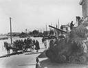 Een gecamoufleerde Canadese tank in de haven van Harderwijk. De vluchtende Duitsers probeerden via deze haven het Westen van Nederland te bereiken.