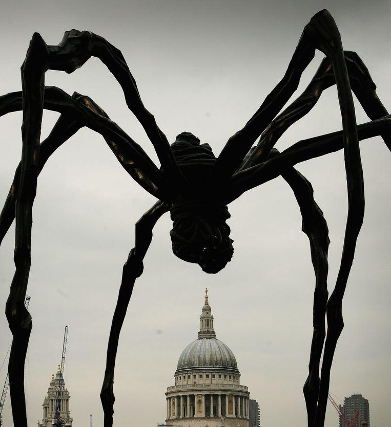 Bourgeois' spinnen worden een rage: hierboven te zien in Hamburg, Tokio, Bilbao en Londen. Beeld Getty Images
