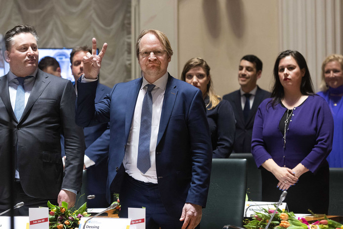 Annabel Nanninga (R) en Johan Dessing (l) namens Forum tijdens hun installatie als Statenlid van Noord-Holland.