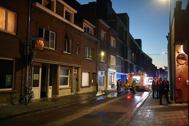 De brandweer is ter plaatse in de Parkstraat. De uitslaande brand bevond zich achteraan het gebouw (inzet), wat de bluswerken wat bemoeilijkte, maar toch had de brandweer de vlammen na 20 minuten onder controle.