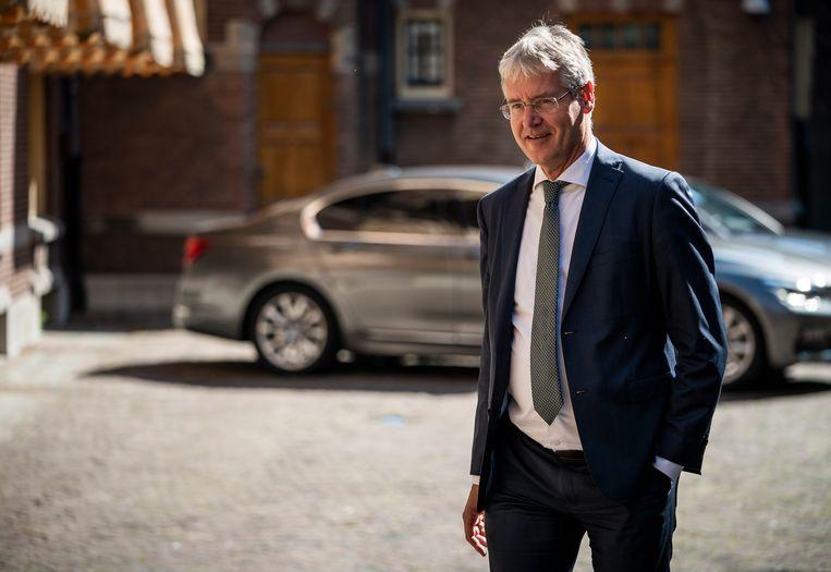 Minister Arie Slob voor Basis- en Voortgezet Onderwijs en Media (ChristenUnie) op weg naar de ministerraad.  Beeld Freek van den Bergh / de Volkskrant