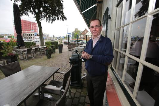 Theo Willems in 2015 voor Het Witte Huis in Lent. Archieffoto