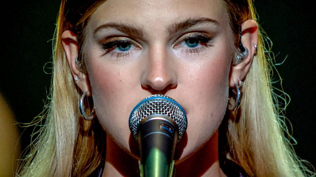 Songtekst: Emma Bale - My Heroics pt.1