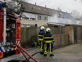 Schuur in brand na werk aan scooter in Geertruidenberg, asbest vrijgekomen