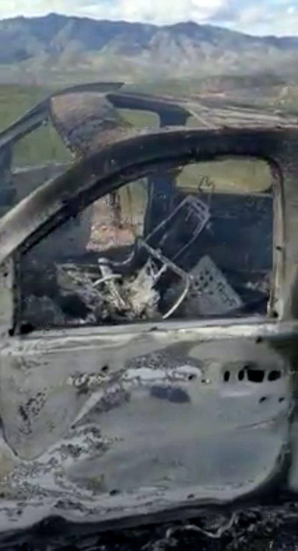 Een beeld van het wrak waarin een moeder en vier van haar kinderen omkwamen.