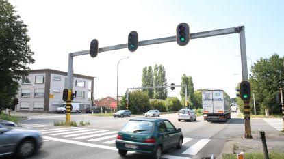 Truckers mogen niet inhalen tijdens spitsuren op A8 in Lembeek