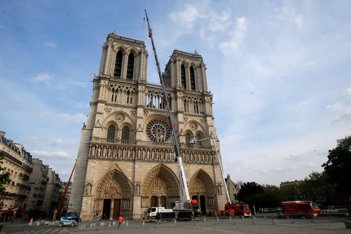 De Componist des Vaderlands, Calliope Tsoupaki, heeft een hommage geschreven aan de door brand getroffen Notre-Dame. De beroemde kathedraal in Parijs werd deze week getroffen door een verwoestende brand.