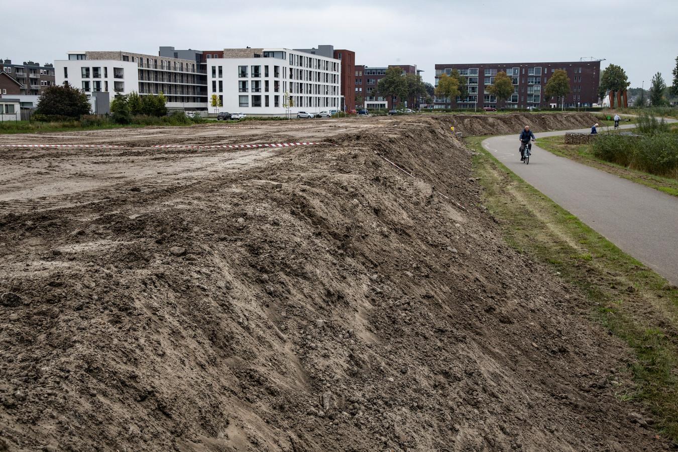 De berg zand  aan het Goorlooppark-Noord in Helmond.