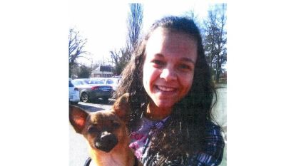 Heb jij dit meisje gezien? Politie zoekt verdwenen Xenia (18)