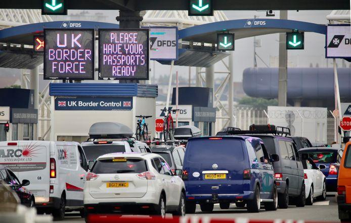 Britse toeristen repten zich gisteren naar huis om de quarantainemaatregel te omzeilen.