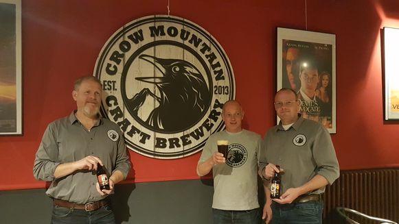Bart Brits, Pieter-Jan Testers en Dick van Hooijdonk stelden hun bier donderdagavond voor in de Rex.