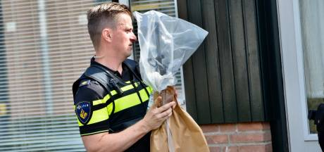 AK-47 gevonden bij woninginval in Breda, man (59) aangehouden
