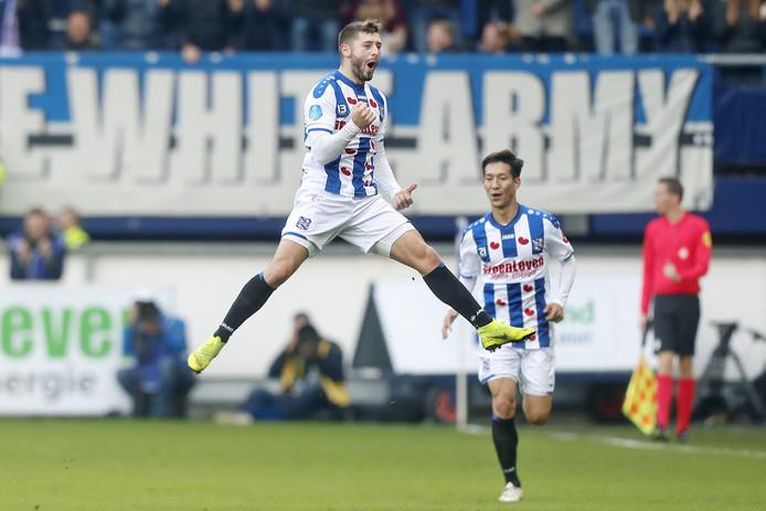 Arber Zanelli na zijn goal tegen Emmen.
