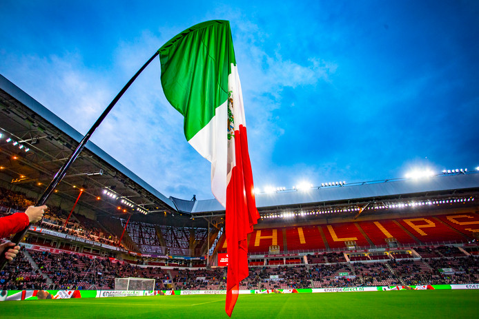 De Mexicaanse vlag in het Philips Stadion.