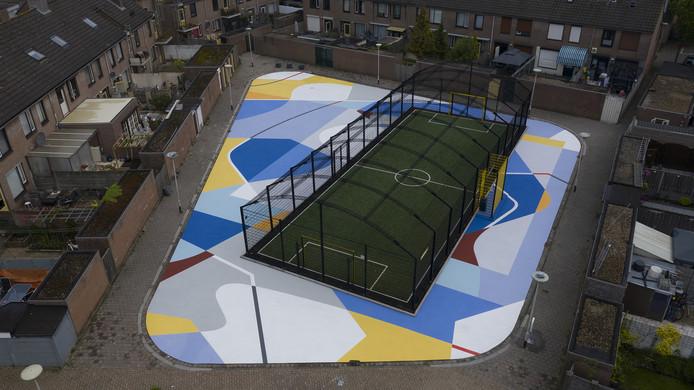 De Blind Wall-schildering in de Bredase wijk 'De Gampel' van bovenaf gezien.