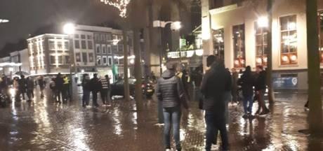 ME veegt straten in Zwolle leeg, andere pleinen in regio blijven rustig