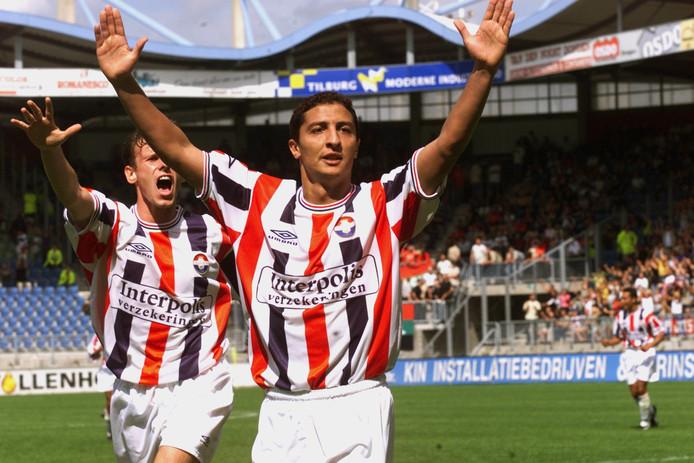 Yassine Abdellaoui juicht na een doelpunt van Willem II