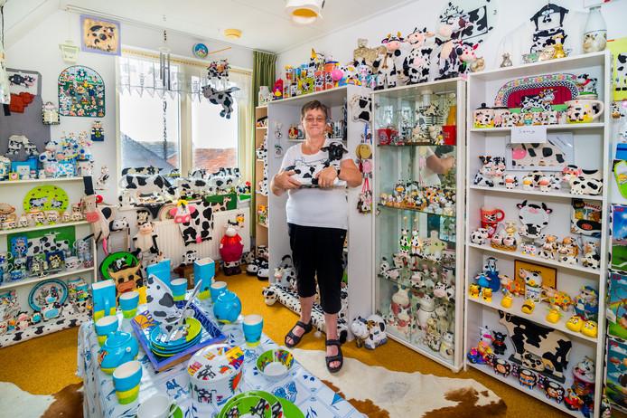Jannie Verwoerd uit Papekop heeft een koeienmuseum gemaakt van haar woonhuis.