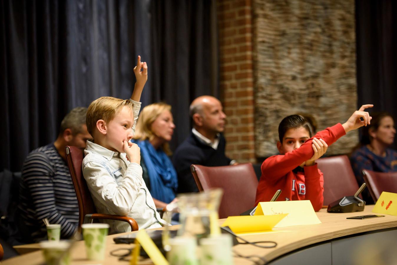In meerdere Nederlandse gemeenten is al een kindergemeenteraad actief.