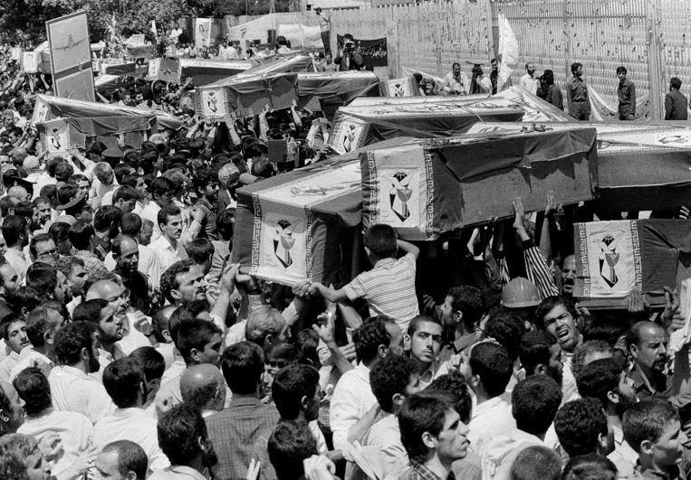 7 juli 1988:  Teheran rouwt bij een massabegrafenis om de inzittenden van Iran Air Flight 655.