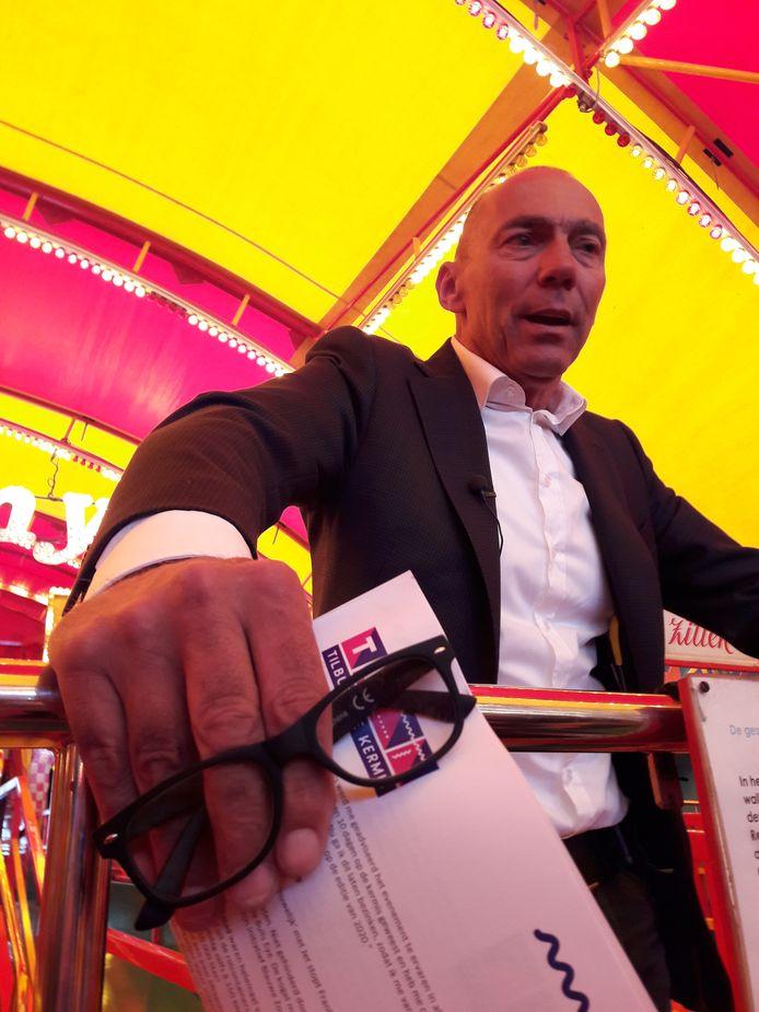 Wethouder Rolph Dols blikt in de cakewalk op het Besterdplein terug op de Tilburgse kermis