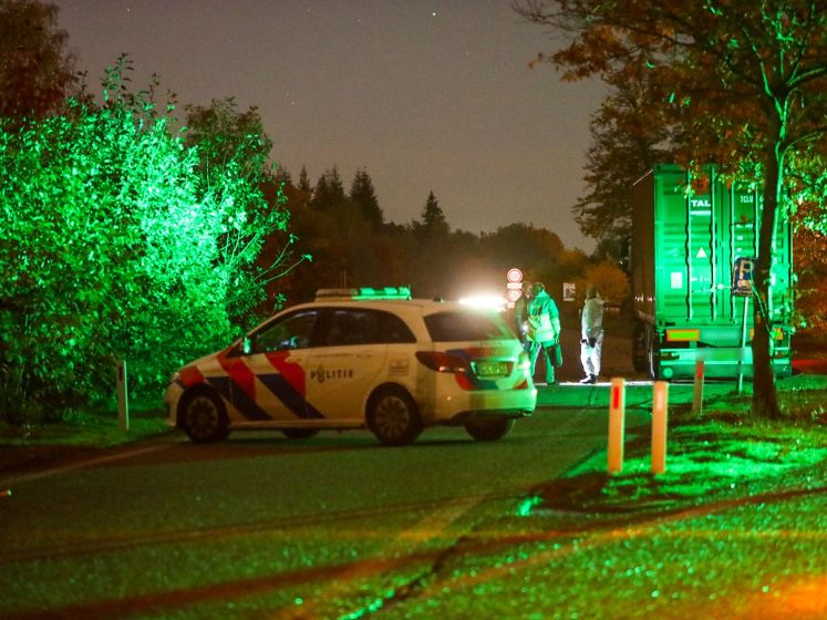 Dode aangetroffen in vrachtwagen langs A1 bij Ugchelen