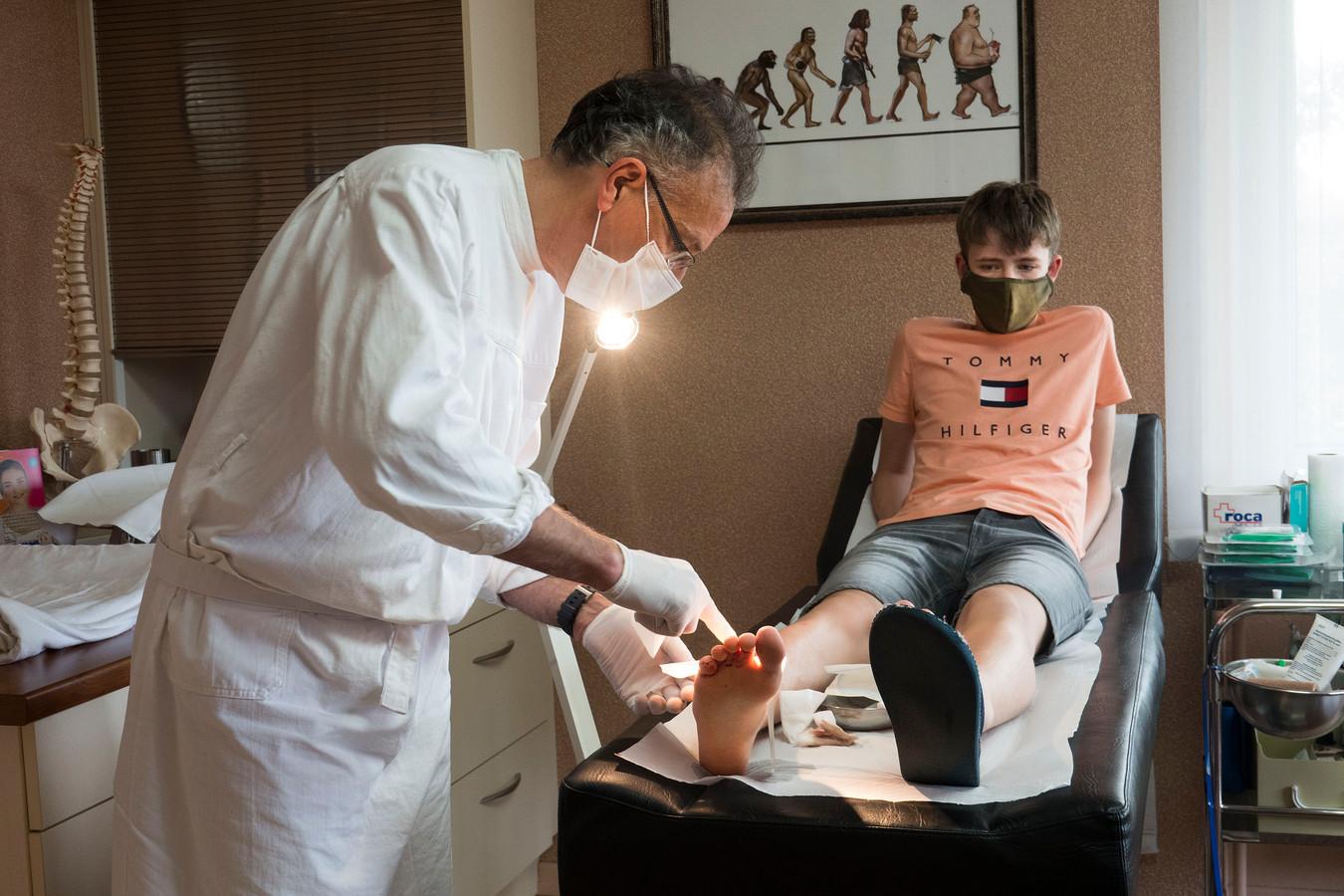Foto ter illustratie: Op vakantie in Frankrijk in de Vogezen tijdens de corona crisis waren mondkapjes al verplicht, ook bij de huisarts.