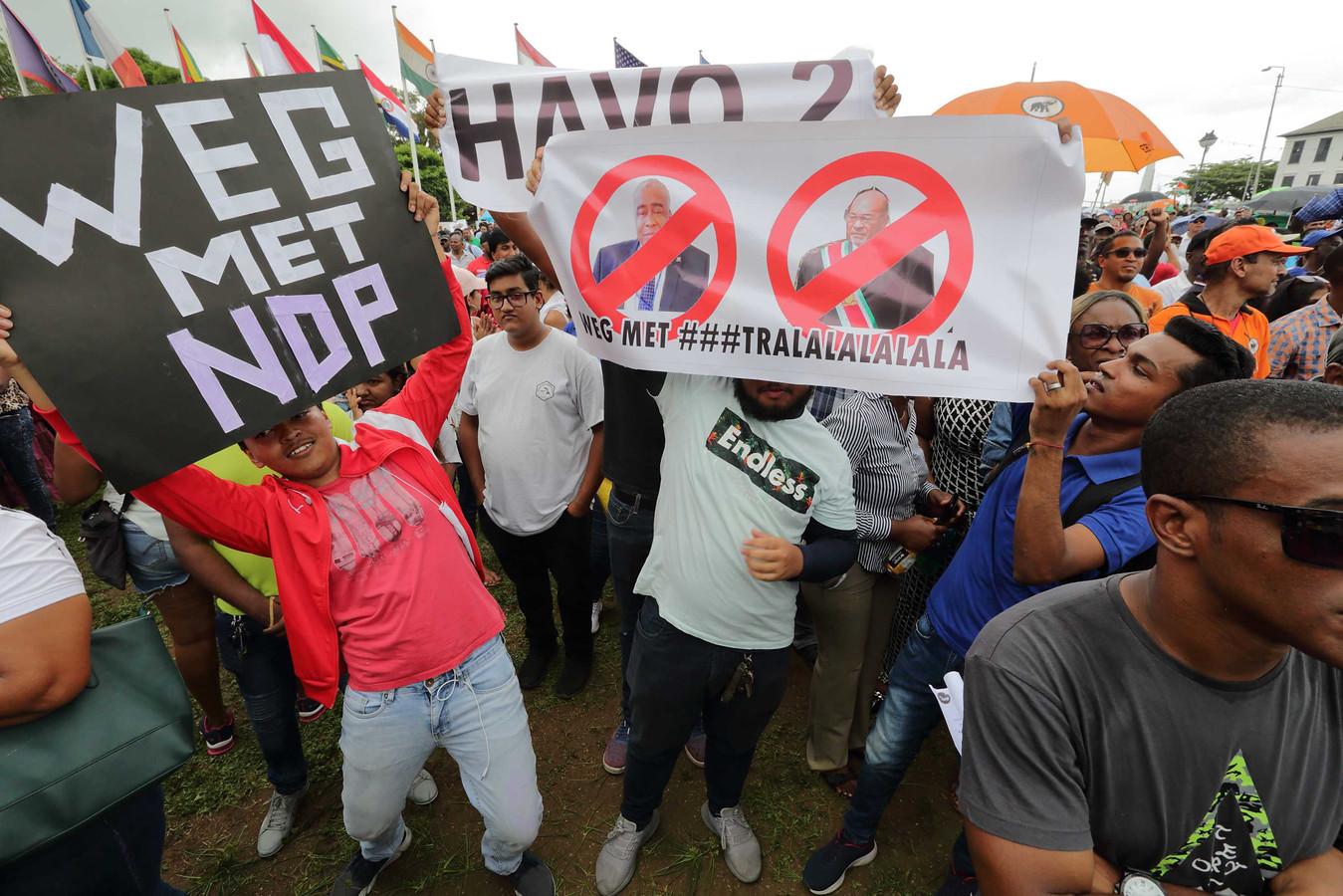 Duizenden mensen gingen in februari de straat op uit onvrede over de slechte financiele situatie in Suriname.