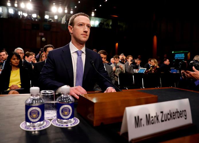 Zuckerberg tijdens de zitting in de Amerikaanse Senaat.