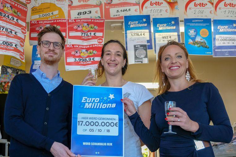 Jean-Francois Mahieu (lotto) , winkeluitbaatster Sandra Debouck en Caroline Vangoidsenhoven (lotto).