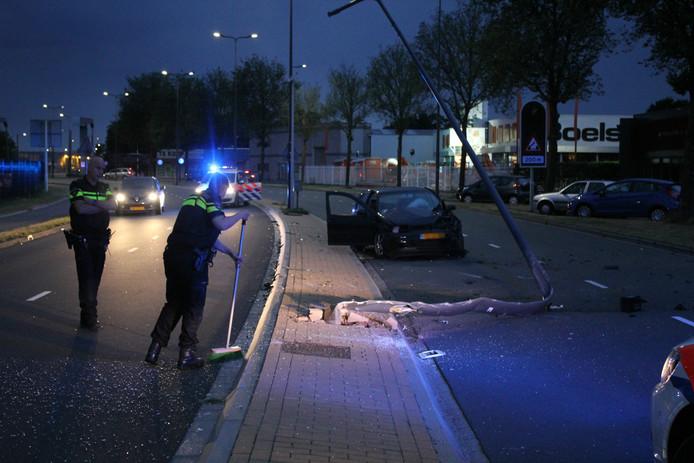 Het ongeluk gebeurde in een bocht van de Zandzuigerstraat.