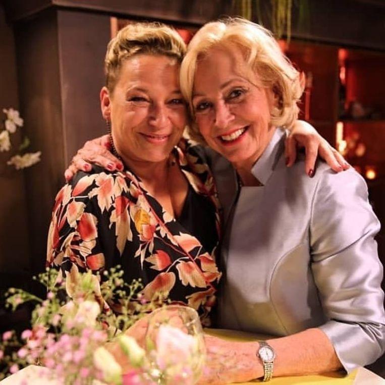 Peggy (Sally-Jane Van Hoorenbeeck) deelde op het huwelijksfeest van Rosa in 'Thuis' een flinke klap uit aan Marianne (Leah Thys), maar de actrices schieten privé wél met elkaar op.