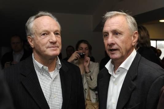 Tom Okker met Johan Cruijff.